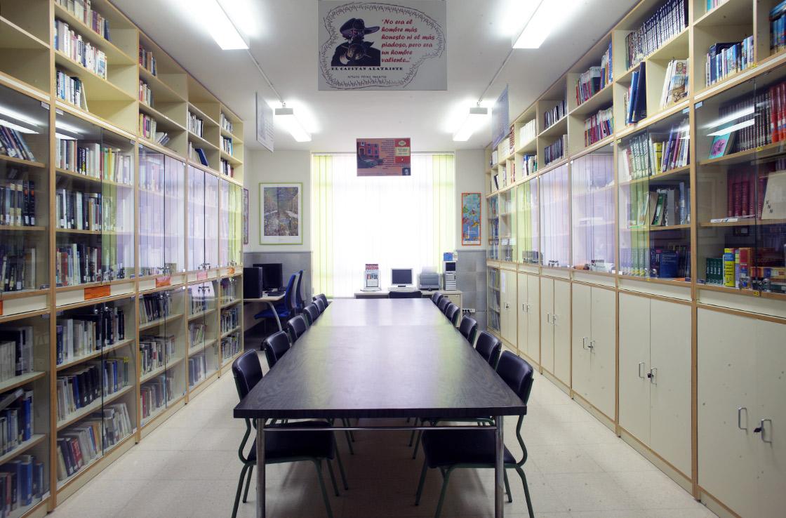 Biblioteca for Distancia entre estantes biblioteca